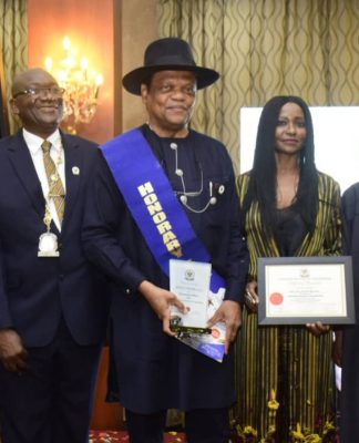 L-R : Chief Executive Officer, Stambic IBTC, Mr Yinka Sanni, President, Chartered Institute of Stockbrokers (CIS),Mr Adedapo Adekoje, founder, Investment Banking and Trust Company (IBTC), Mr Atedo Peterside, his wife, Dudun, former Secretary General, Commonwealth, Chief Emeka Anyaoku at conferment of Honourary Fellowship on Mr Peterside by CIS in Lagos Thursday